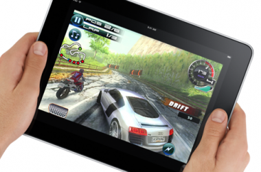 Trabaja en Gameloft como responsable de marketing 2.0 y PR