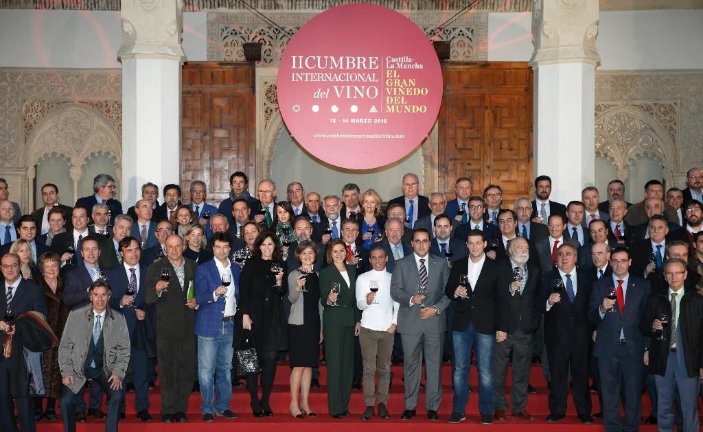 Cospedal presenta la II Cumbre Internacional del Vino, junto a Pitingo, Manu Tenorio y mucha más gente