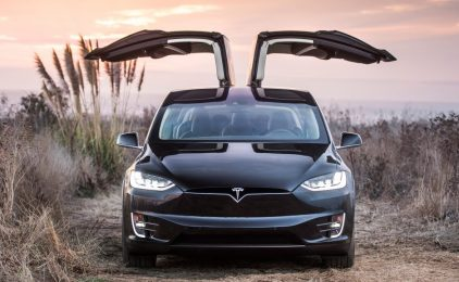 ¿Por qué los medios atizan el pim pam pum contra Tesla?